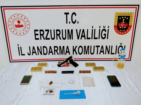 Erzurumda uyuşturucu imal edip sattıkları iddiasıyla yakalanan 6 zanlıdan 2si tutuklandı