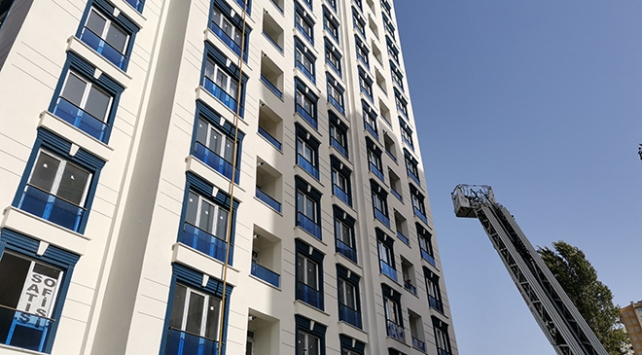 İstanbulda 14 katlı binada yangın