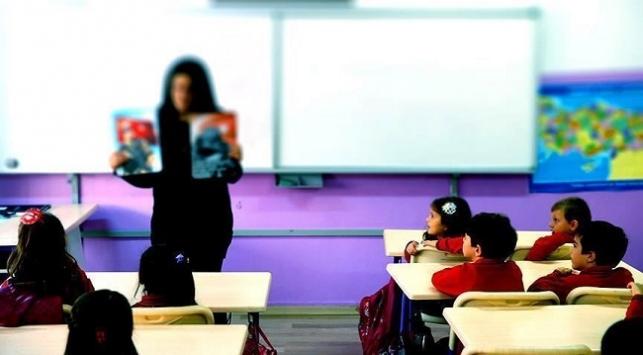 Okullar ne zaman açılıyor? Hangi sınıflar yüz yüze eğitim alacak?  Yüz yüze eğitime kademeli geçiş...