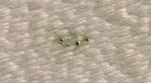 NASA, Marsta yapay zeka tarafından keşfedilen ilk kraterin görüntülerini yayınladı