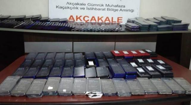 Akçakale Gümrük Kapısında 414 cep telefonu ele geçirildi