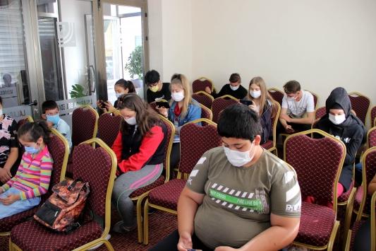 Edirnede nikah salonu öğrencilerin EBA noktası oldu