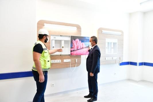 Mamak Belediye Başkanı Köse, Mamak Eğitim ve Araştırma Hastanesinin inşaatında incelemede bulundu