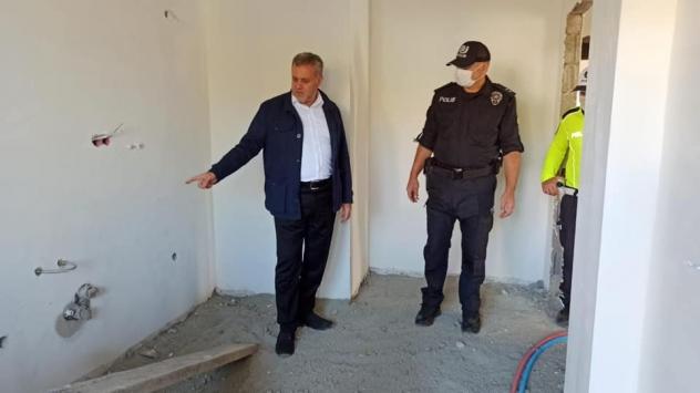Baskil Belediye Başkanı Akmurattan, İlçe Emniyet Müdürlüğü binasının inşaatında inceleme