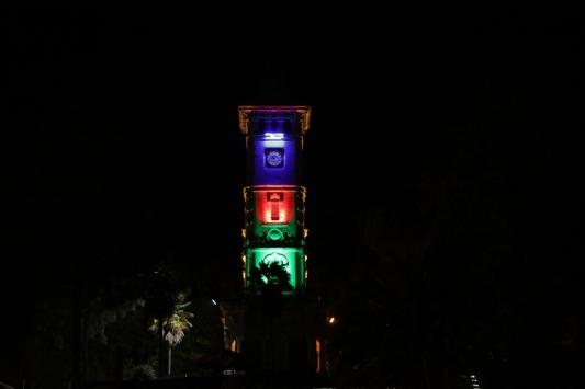 İzmit Saat Kulesi Azerbaycan bayrağının renkleriyle ışıklandırıldı