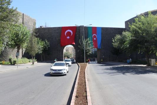 Diyarbakır Büyükşehir Belediyesinden Azerbaycana bayraklı destek