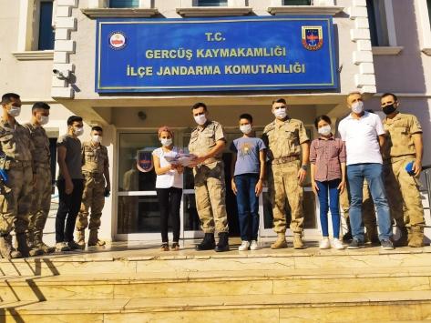 Mehmetçikten kırsal mahallelerdeki okullara tablet desteği