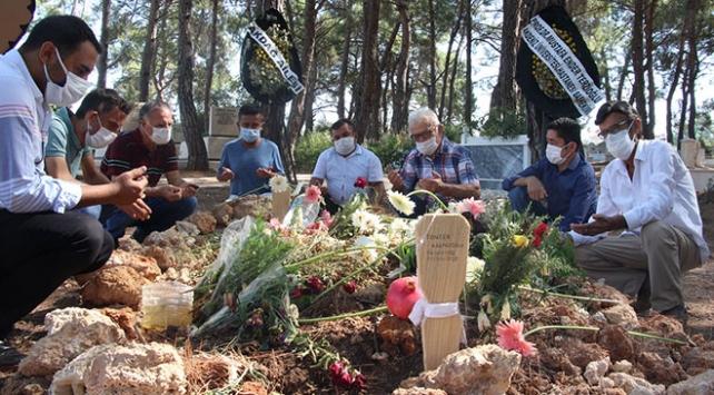 Hayata bağladığı hastaları onu mezarı başında andı