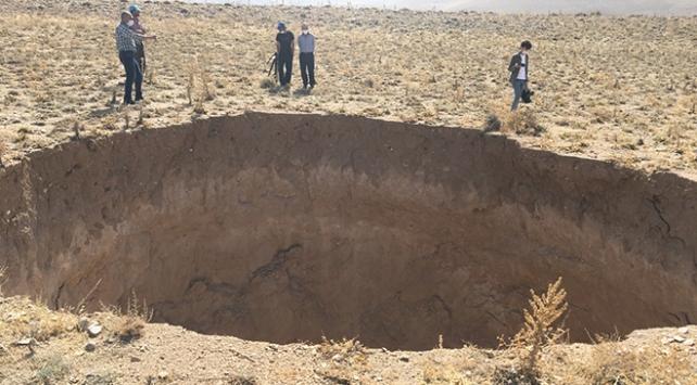 Konyada 30 metre çapında 20 metre derinliğinde obruk oluştu