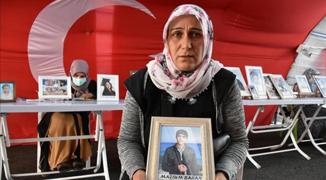 Diyarbakırdaki evlat nöbetine bir aile daha katıldı