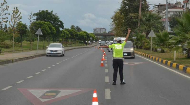 Hız ihlali yapan 45 bin 482 sürücüye ceza