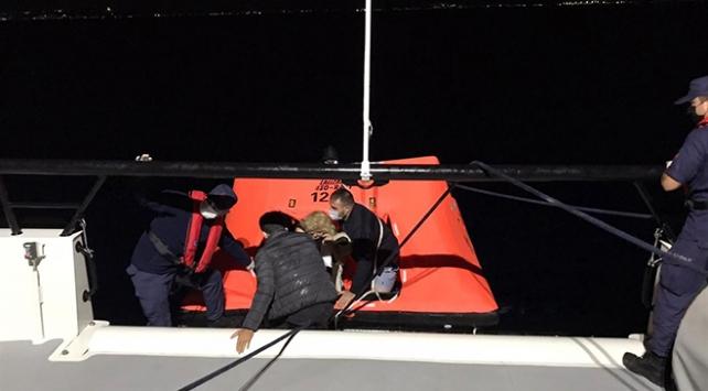 Türk kara sularına itilen 11 sığınmacı kurtarıldı