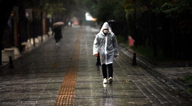 Turuncu uyarı verilen Kırklarelinde yağış gün boyu sürecek