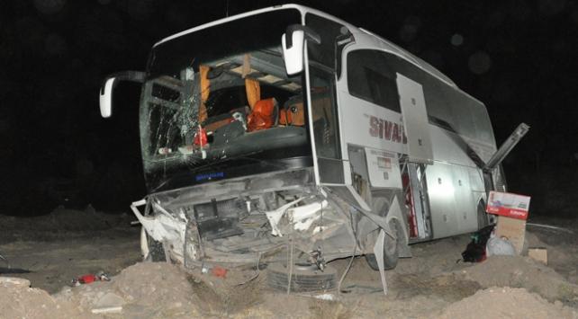 Yozgatta yolcu otobüsü devrildi: 10 yaralı