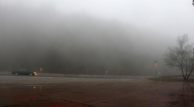 Bolu Dağında sağanak ve sis sürücüleri zorluyor