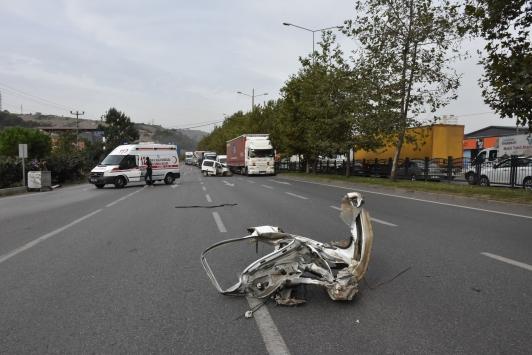 Samsunda hafif ticari araç ağaca çarptı: 2 yaralı