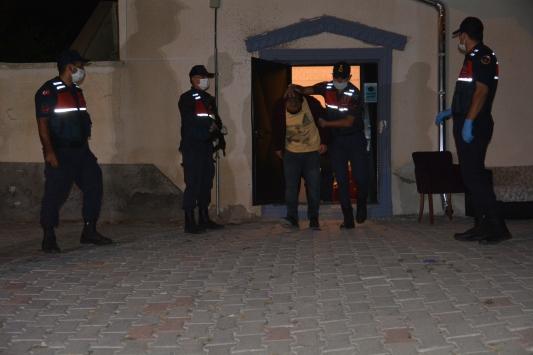 Nevşehirde dernek binasında kumar oynayan 43 kişi yakalandı