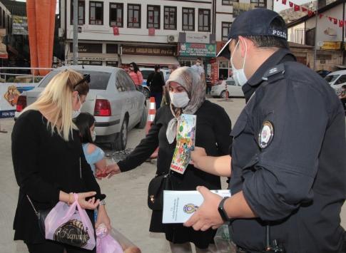 Beypazarında polis ekipleri, esnafı ve halkı dolandırıcılara karşı bilgilendiriyor