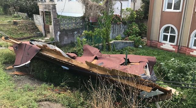 Düzcede çıkan hortum evlerin çatılarını uçurdu