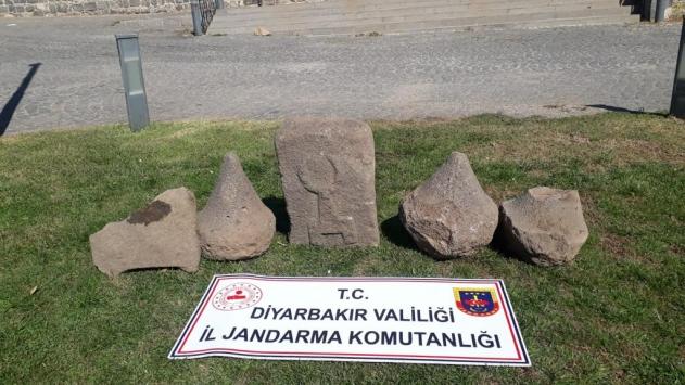 Diyarbakırda Asur dönemine ait üzeri kabartma yazılı 5 taş ele geçirildi