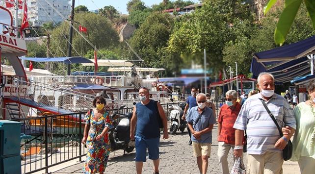 Antalyaya 3 ayda yarım milyona yakın Ukraynalı turist geldi