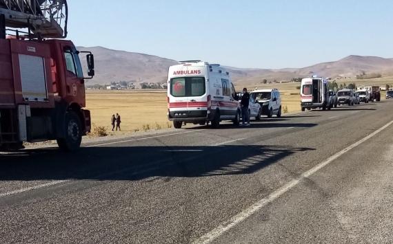 Özalpta şarampole devrilen otomobildeki 5 kişi yaralandı
