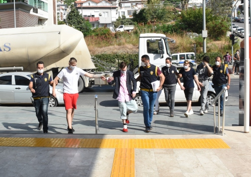 Antalyada hırsızlık iddiasıyla yakalanan 4 Norveçli serbest kaldı