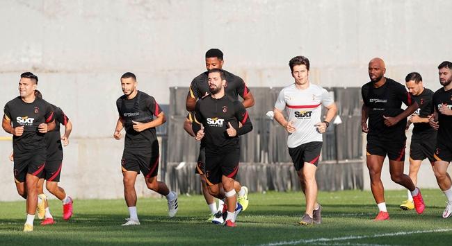Galatasaraydan futbolcu maaşlarıyla ilgili açıklama