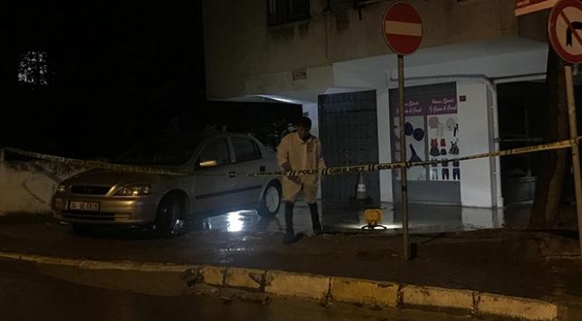 Eşinin yanında silahlı saldırıya uğrayan kişi öldü