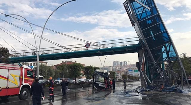 Ankarada otobüs üst geçit asansörüne çarptı: 12 yaralı