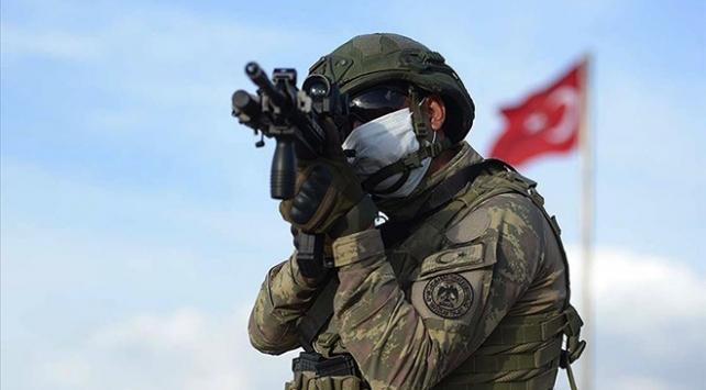 Barış Pınarı bölgesine taciz ateşi açan 2 terörist etkisiz hale getirildi