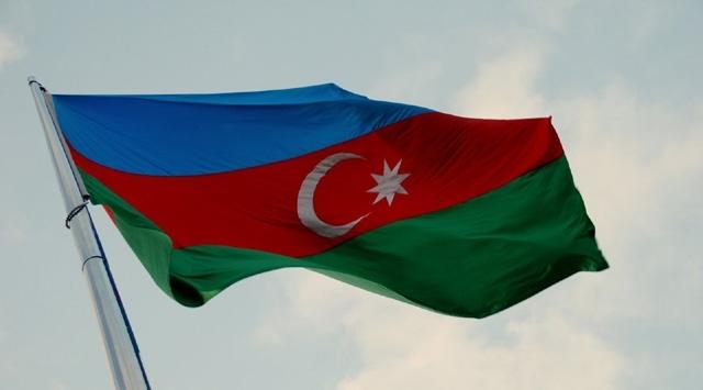 Azerbaycanlı gaziler, genç askerlere moral için cephede