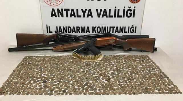 Antalyada tarihi eser operasyonu: 1083 sikke ele geçirildi