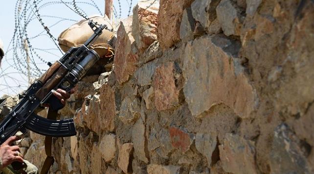 İranın kuzeybatısındaki çatışmalarda 2 asker hayatını kaybetti