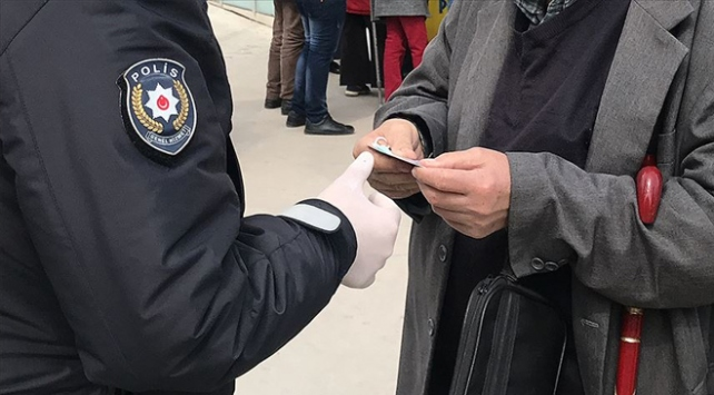 Kocaelinde tedbirlere uymayan 298 kişiye para cezası