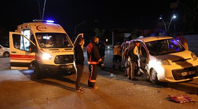 Manisada pikap ile ticari araç çarpıştı: 7 yaralı