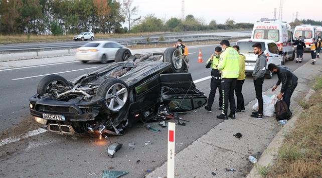 Anadolu Otoyolunda lastiği patlayan otomobil takla attı: 4 yaralı