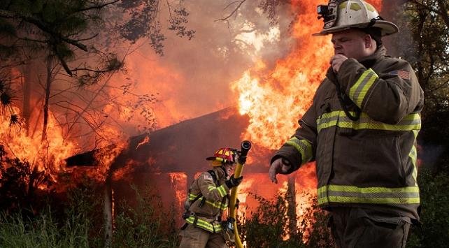 ABDde Delta Kasırgasının neden olduğu yangınlarda 2 kişi öldü