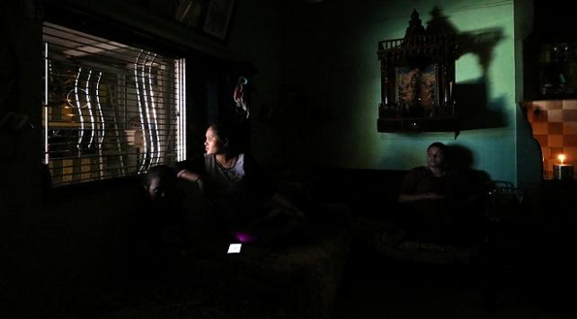 Mumbaide elektrik kesintisinden milyonlarca kişi etkilendi