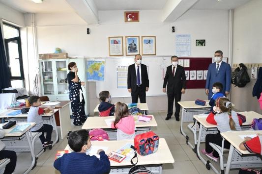 Edirne Valisi Ekrem Canalp yüz yüze eğitime başlayan okulları denetledi