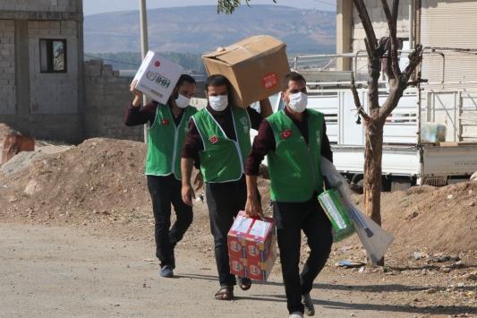 İHH Suriyeli 1000 yetime çocuk paketi ulaştırdı