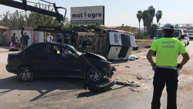 Adana'da minibüs ile otomobil çarpıştı: 1 ölü