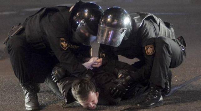 Belarustaki protestolarda 713 kişi gözaltına alındı