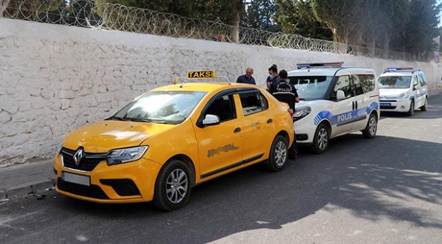 İzmirde takside fenalaşan yolcu hayatını kaybetti