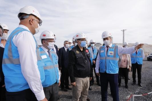 Bakan Dönmez, Türkiyede ilk kez üretilecek lityumun pilot tesisinde konuştu