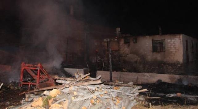 Amasyadaki yangında 2 ev kullanılamaz hale geldi