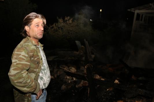 Yusufelinde çıkan yangında 2 ev zarar gördü
