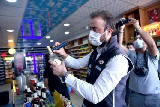 Sahte içkiden 2 günde 6 kişinin öldüğü Mersinde polis denetimleri arttırıldı