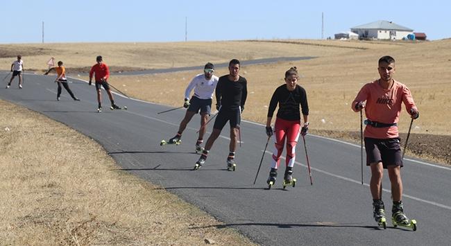 Ağrılı milli kayakçılar asfaltta güç depoluyor