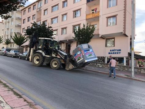 Kırşehirde mahallelere çöp konteyneri dağıtıldı